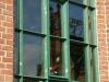 Spiegelung im Fenster des Werkstattgebäudes