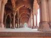 Sandsteinsäulen der öffentlichen Audienzhalle (Diwan-i-Am)