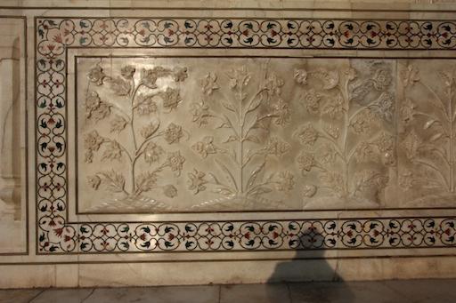 Marmorfresko unterhalb des Iwan am Taj Mahal