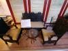 Möbel aus dem Salonwagen der BB&CI im zeitgenössischen indischen Stil