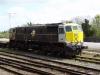 ein Güterzug mit drei Wagen