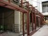 Stahlfassade für die neuen Geschäfte im Bahnhof