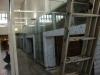 die Stahlkonstruktion der neuen Geschäfte bekommt eine Glasfassade