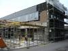 die Schalung für die restlichen Deckenelemente des Vorbaus am Ostflügel wird aufgebaut