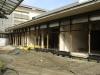 am Vorbau des Ostflügels werden die Fassadenelemente für die Verglasung montiert