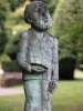 Mann mit Buch, Karel Nistrath, Bronze auf Naturstein