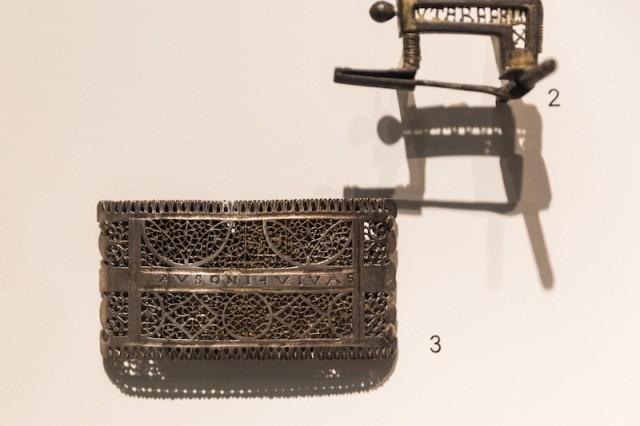 silberner Schwertbeschlag über Bronzekern