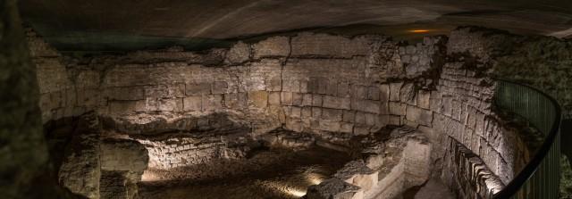 Blick in das Innere des Oktagons im Praetorium: der Bau des 4. Jh.