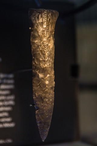 Dolch aus Feuerstein; zwischen 1.800 bis 1.500 v. Chr.