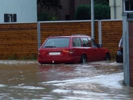 überfluteter Aldi-Parkplatz