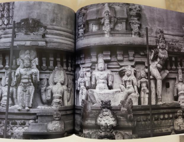 Figurenensemble auf der Gopura