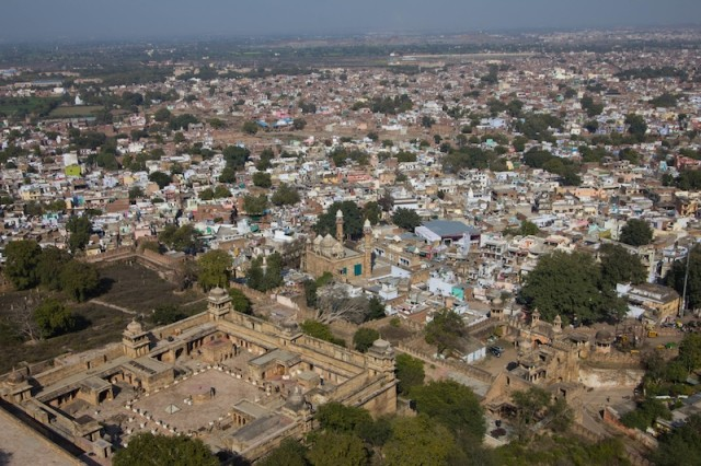 Blick auf Gwalior - unten im Bild das Gujari Mahal