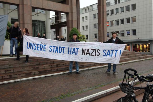 """Spruchband """"Unsere Stadt hat Nazis satt!"""""""