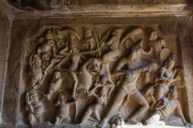 Durga kämpft gegen den büffelköpfigen Dämon Mahishasura