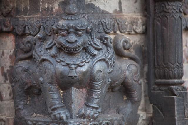 Eckstein in Form eines Löwen