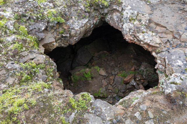 Eingang zum Höhlensystem