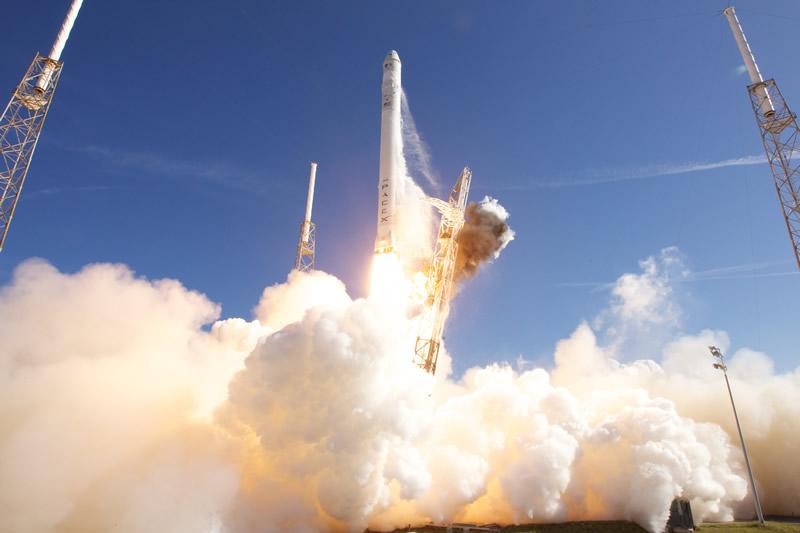 Start der Falcon 9 von SpaceX am 8. Dezember 2010