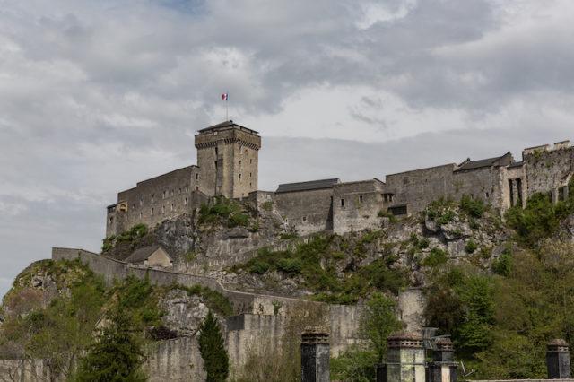 Château fort de Lourdes und Musée Pyrénéen vom Musée du Cire