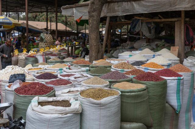 Gewürze, Getreide, Nüsse und andere Produkte