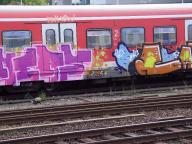 Mit Graffiti besprühte S-Bahn in Dortmund