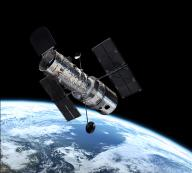 Hubble im Orbit, 600 km über der Erde; Quelle: ESA