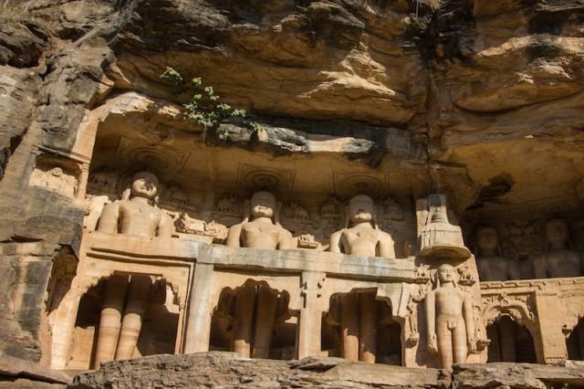 Jain Statuen