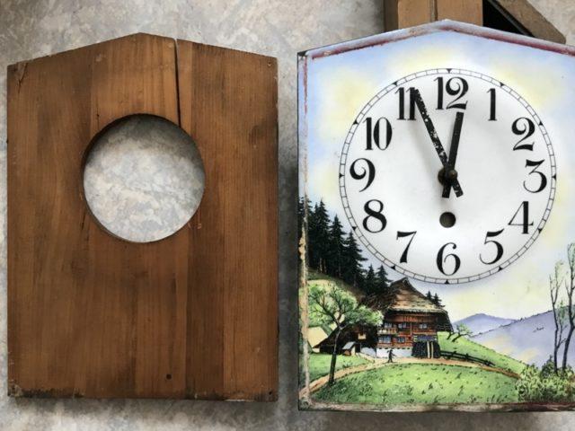 getrennte Holzplatte und Zifferblatt