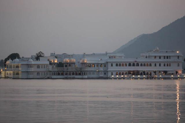 Lake Palace am Abend