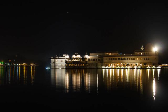 Lake Palace bei Nacht