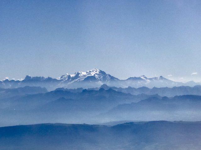 Blick vom Flugzeug auf den 4.810 m hohen Mont Blanc