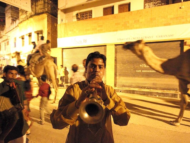 Musiker spielt Trompete