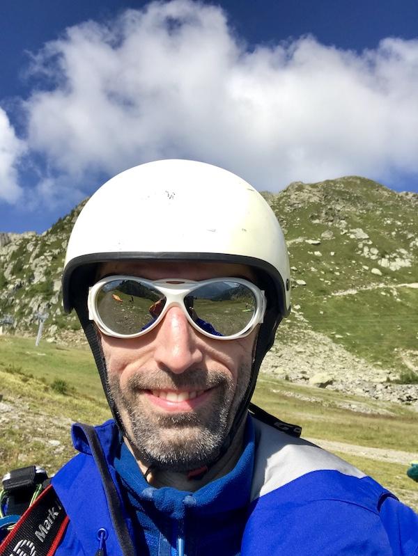 Olli mit Helm, bereit zum Abheben