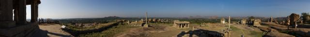 Blick über das nördliche Areal von Hampi (4,4 MB)