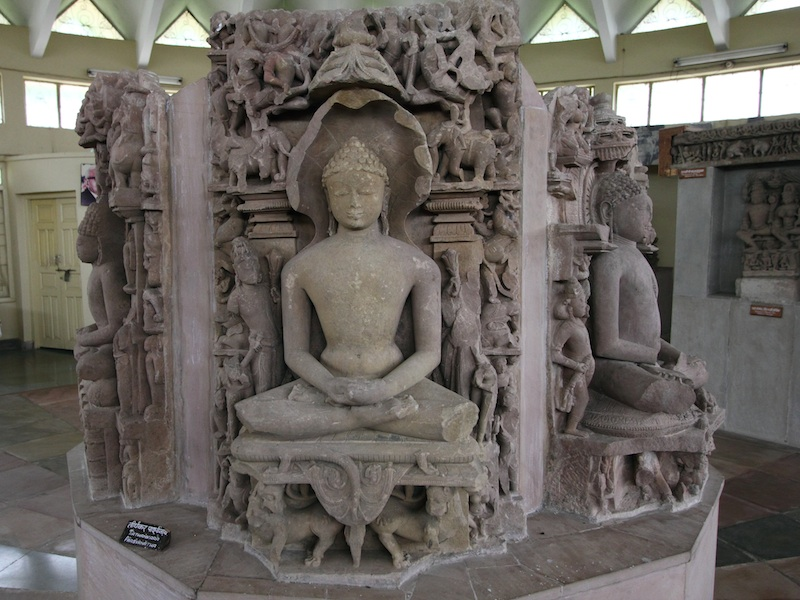 sitzender Parsvanatha im Jain Museum
