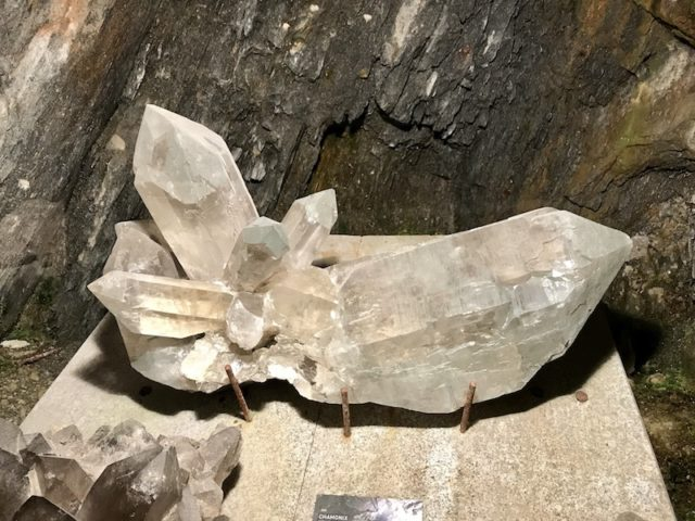 Mineral der Gegend (Rauchquarz)