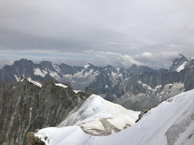 die schroffen Felsen des Mont-Blanc-Massivs