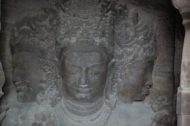 Shiva als Maheshvara mit drei Gesichtern (Trimurti)