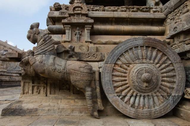 stilisierter Wagen am Eingangsbereich der Agra-mandapa