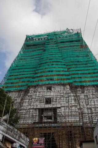das 72 m hohe südliche Eingangstor
