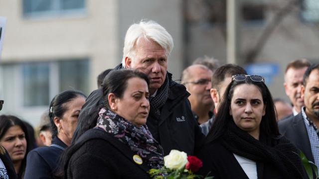 Oberbürgermeister Ullrich Sierau im Gespräch mit den Angehörigen