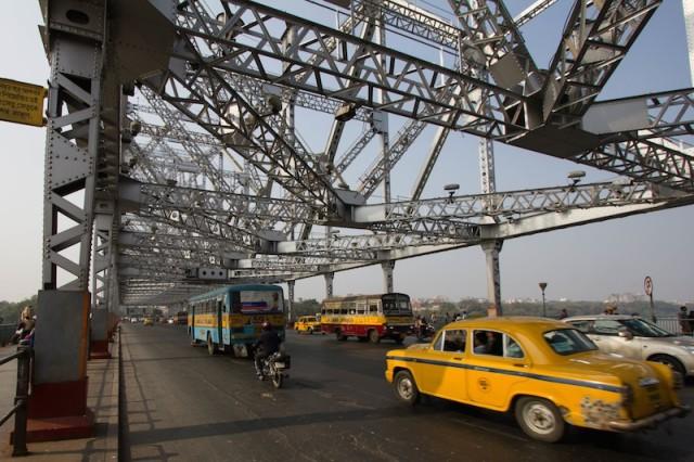 Verkehr auf der Brücke